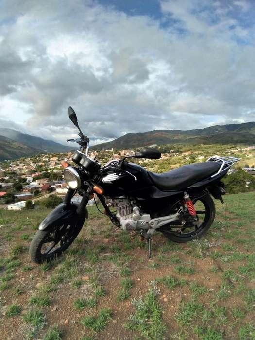 Honda CB125e, 2011 papeles al día, traspaso, exelente estado