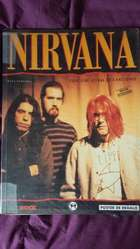 Libro de Nirvana con poster y letras de canciones