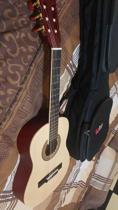 Vendo Guitarra en Buen Estado 986827408