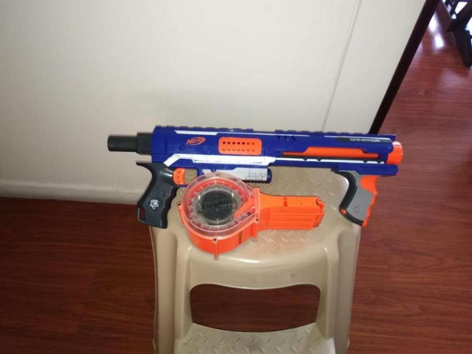 pistola NERF sin dardos en buen estado