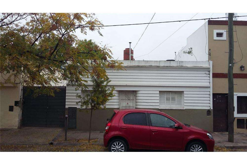 Se vende 2 deptos 9 cocheras , Cochabamba 2482