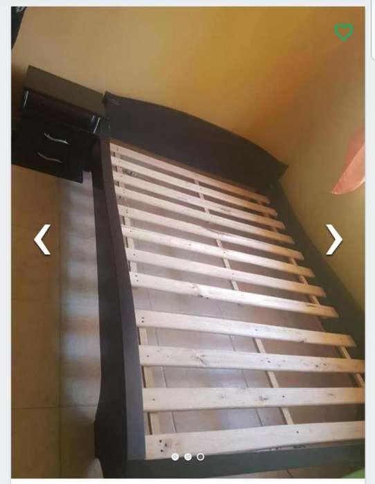 Vendo cama tipo car con mesas de noche