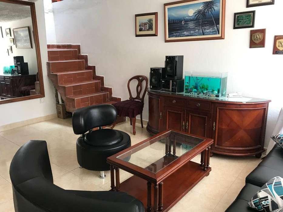 -Oportunidad- SE VENDE CASA ESQUINERA estructurada para 2 apartamentos