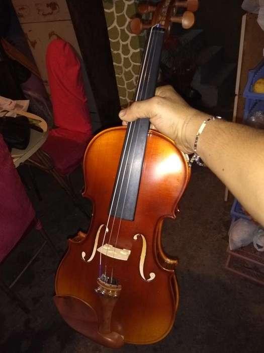 Violin 3/4 con Estuche,en Buen Estado.20