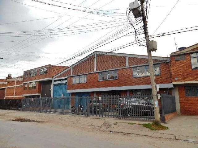 Venta De Bodega Industrial Barrio Comuneros 22-00199