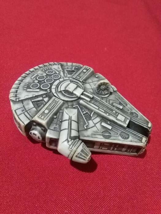 Nave Espacial MILLENNIUM Star Wars juguete coleccion Burger King 2005