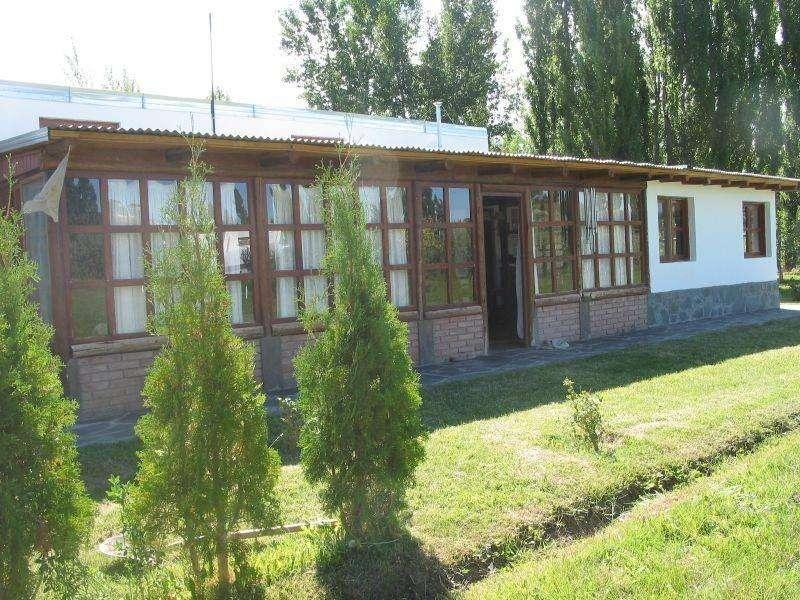 zn89 - Bungalow para 4 a 8 personas con pileta y cochera en Malargue