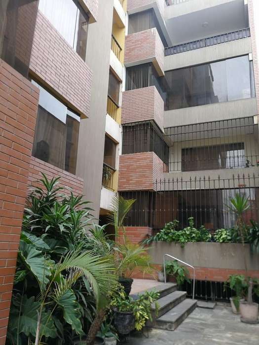 Alquilo Céntrica oficina en San Isidro, excelente ubicación