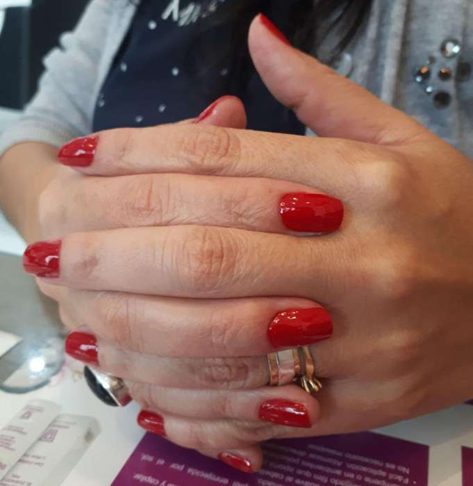 BUSCO MANICURISTA - QUITO