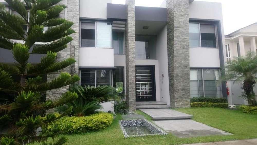 Casa en Alquiler en Urb. La Laguna, Samborondon, cerca de Plaza Batan