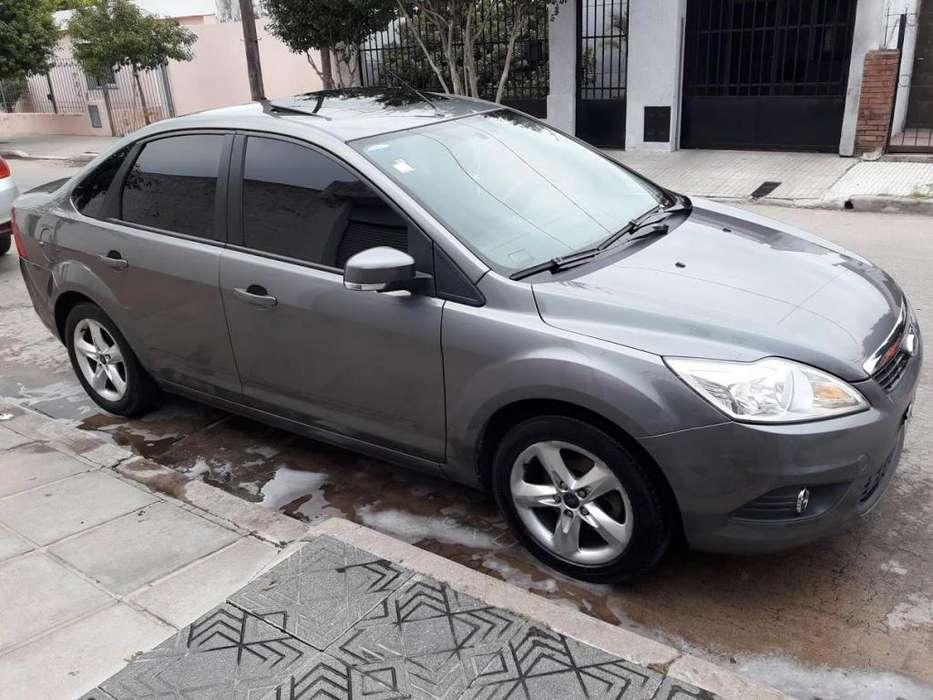 Ford Focus Sedán 2012 - 127000 km