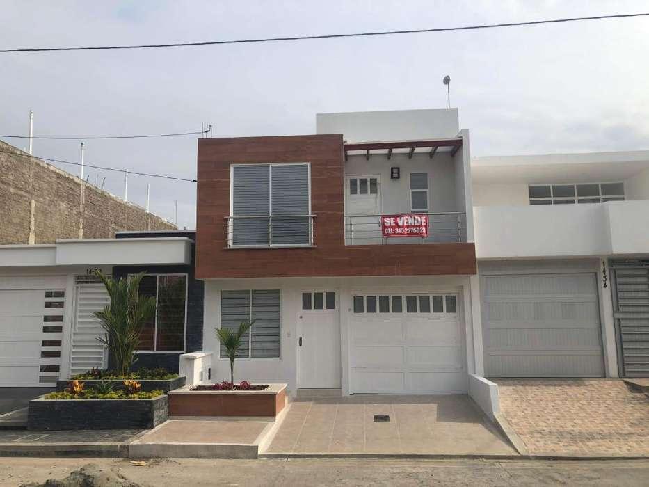 Se vende Casa con Terraza y Hab. en 1er Piso Barrio la Julia