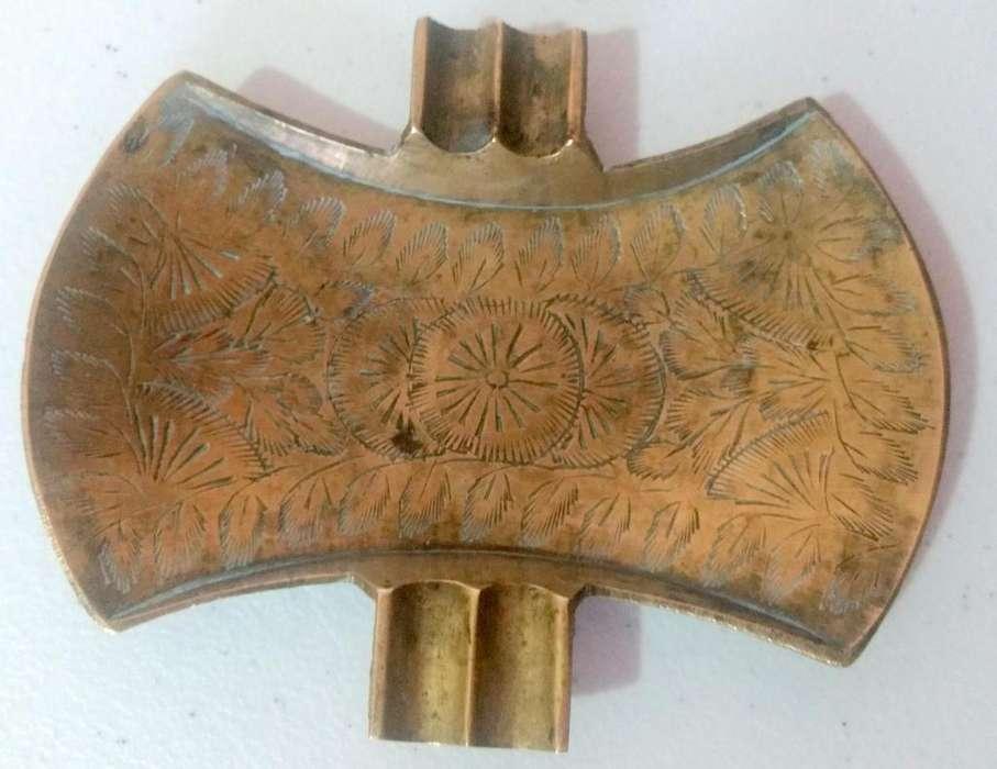 Antiguo cenicero de bronce de la India