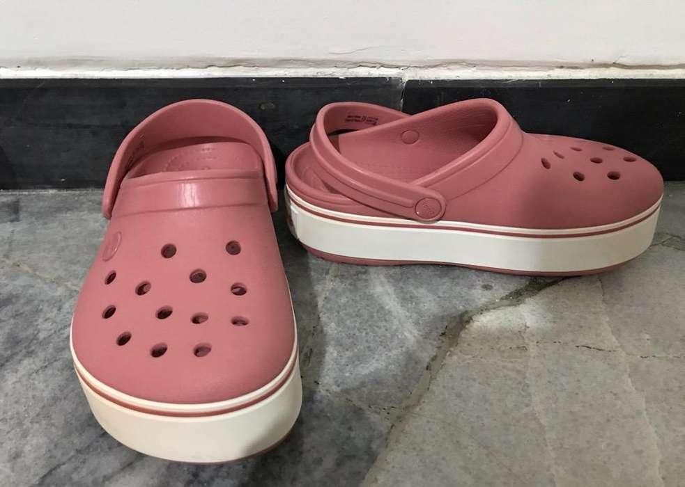 e0f48f9318f Zapatos crocs  Ropa y Calzado en venta en Ecuador
