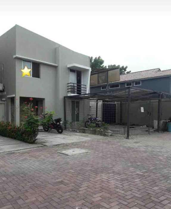 Venta de Casa en Urb. Terranostra, cerca del C.C Laguna Plaza, Vía a la Costa