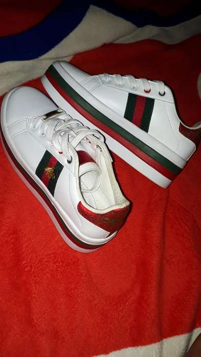 Zapatos Gucci con Una Postura, Talla 37