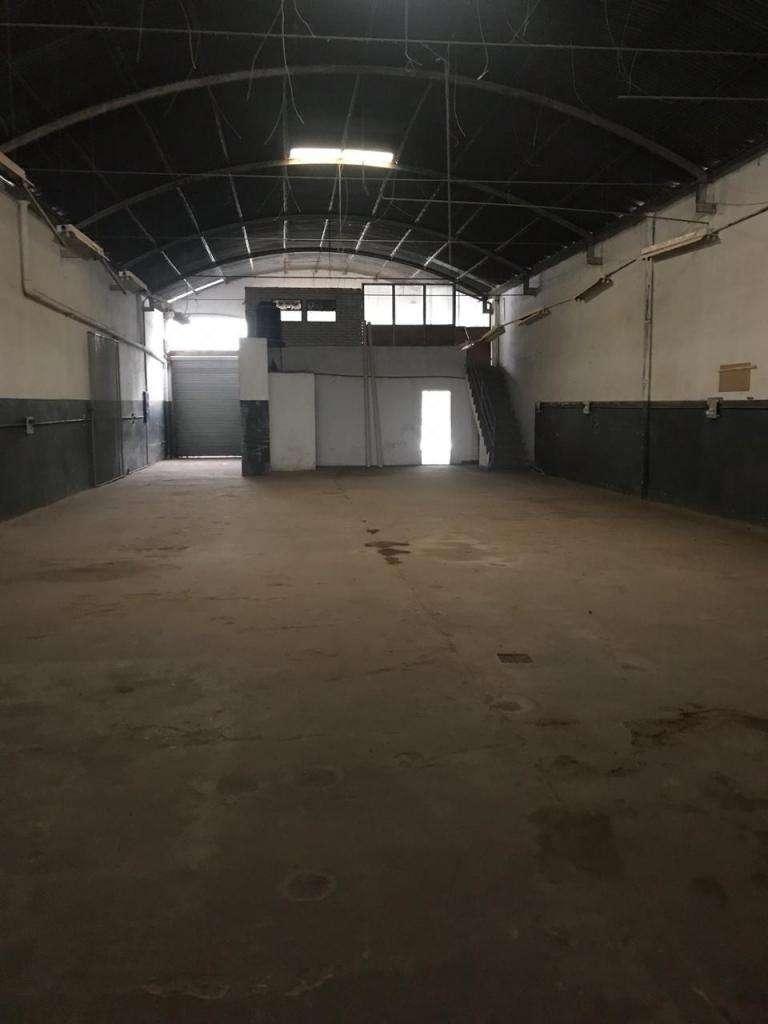 Galpon 300m² c/oficinas y vidriera, EXCELENTE ZONA!!
