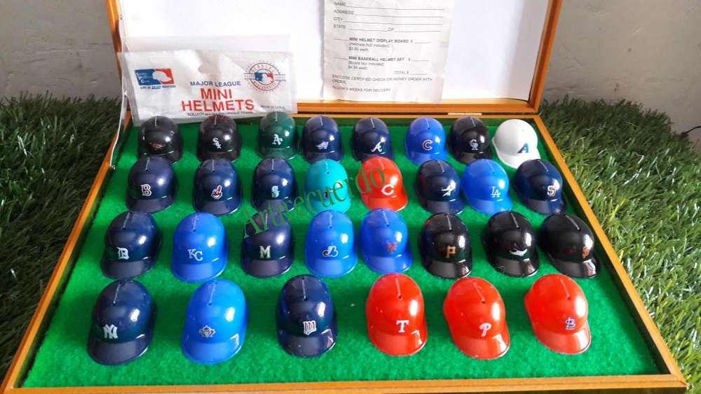 Estuche de Famosa Coleccion de 30 mimicascos de baseball Made in USA