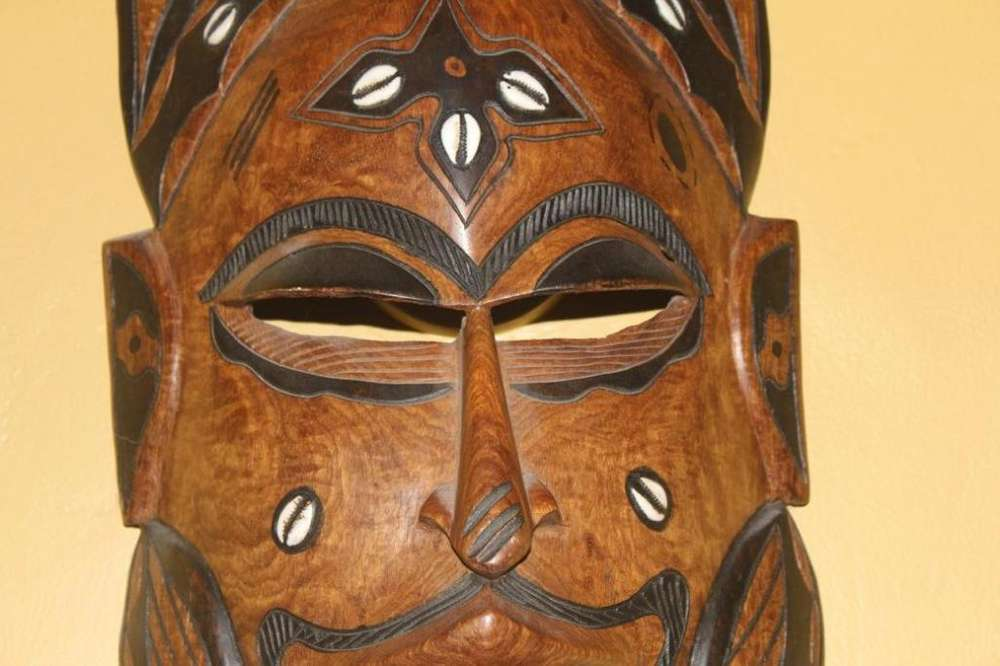 Antigua Máscara Africana En Madera Ébano.