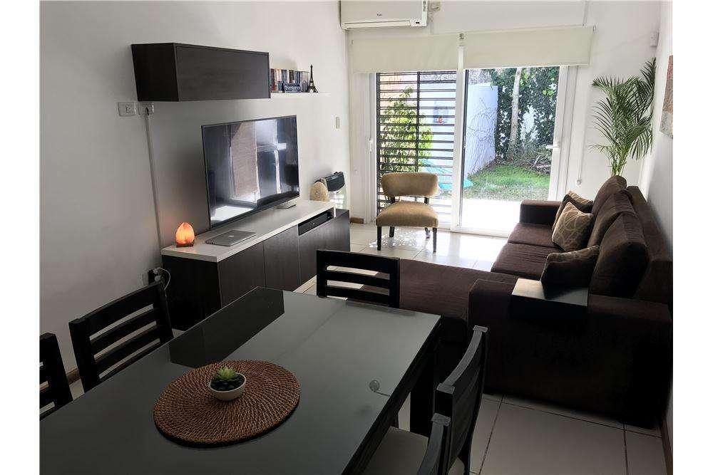 Duplex de 2 dormitorios jardín y cochera. La Plata