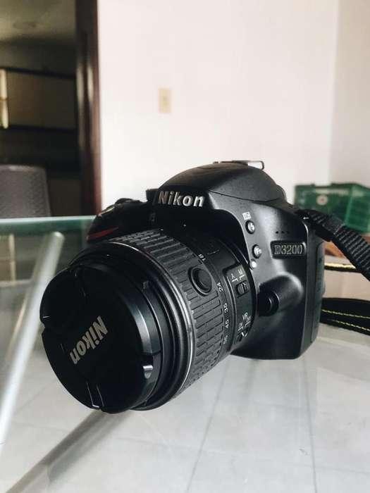 Cámara Nikon D3200 con Sus Accesorios