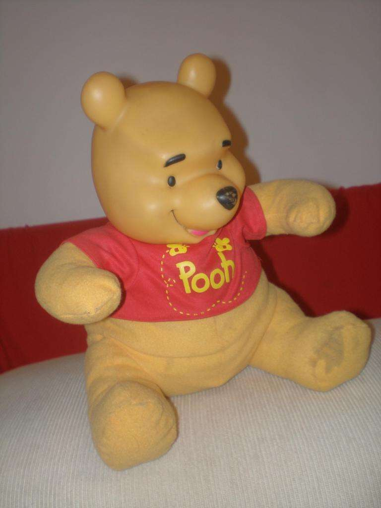 Muñeco De Peluche Winnie The Pooh Marca Disney Altura 30 Cm