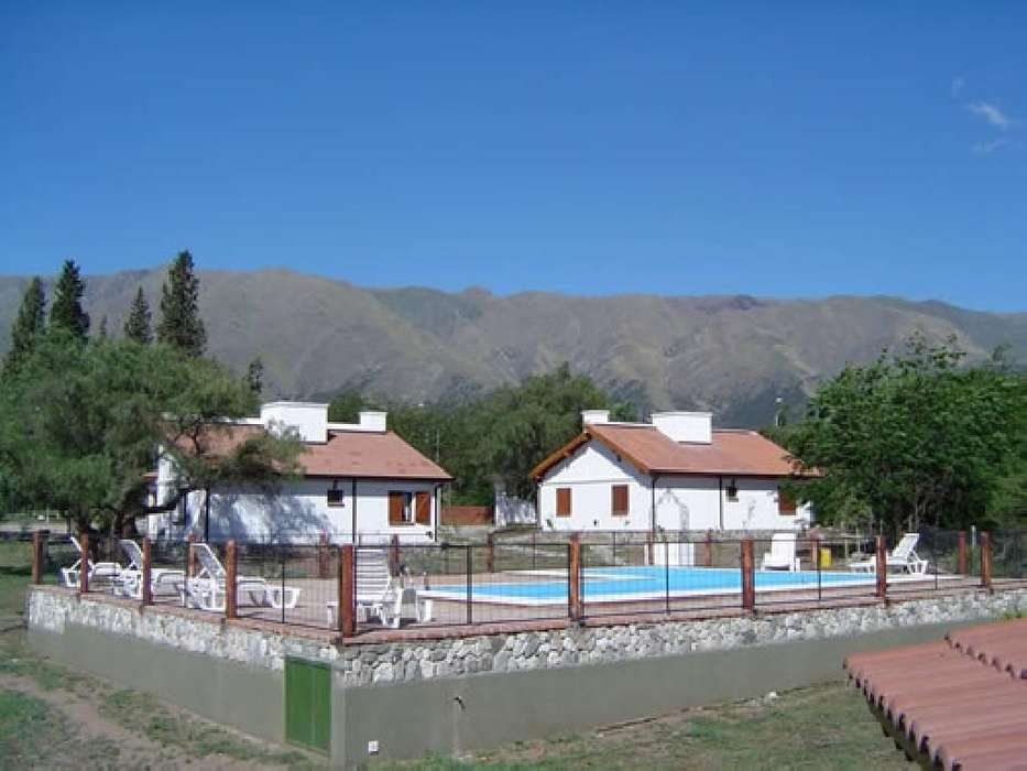 fk44 - Cabaña para 2 a 8 personas con pileta y cochera en Villa De Merlo