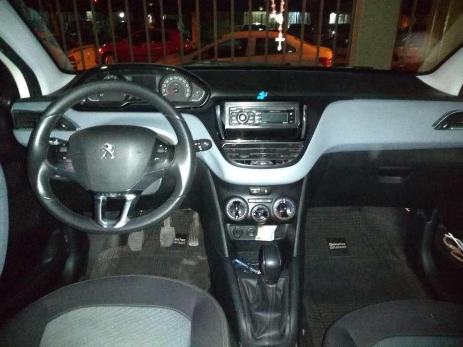 Peugeot 208 2015 - 57000 km
