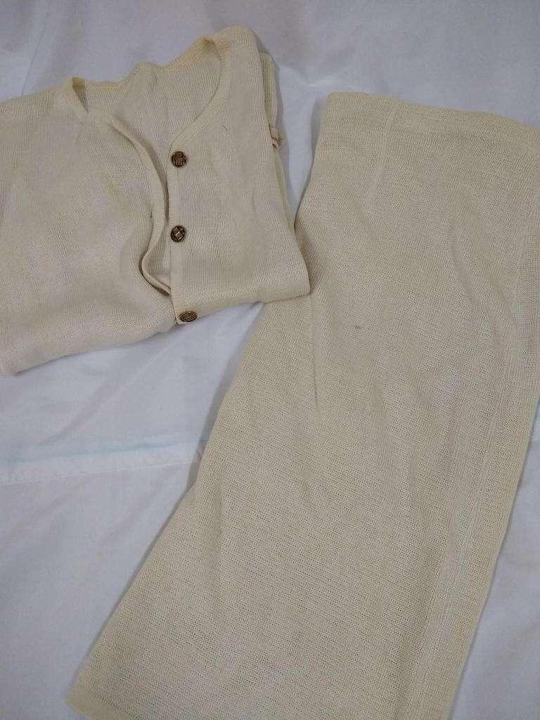 traje de hilo beige saco manga corta y pollera recta RETRO T48