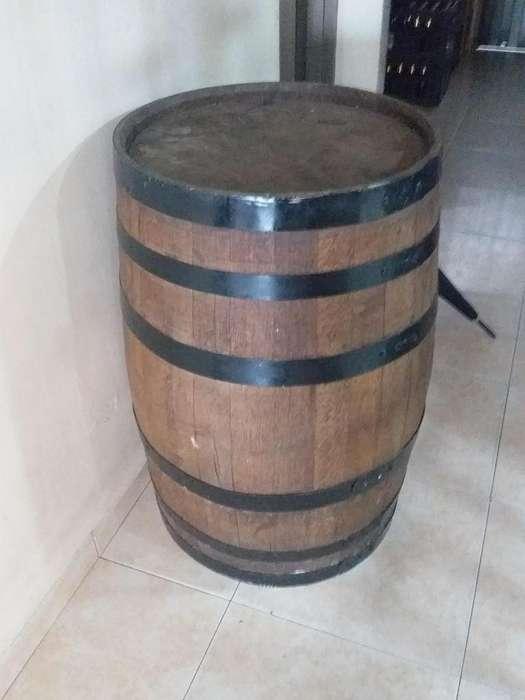 Barril en madera.