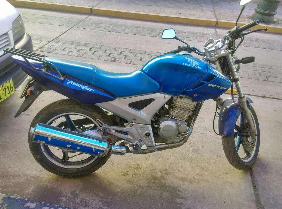 Vendo <strong>honda</strong> Twister 250cc Cel 978650957