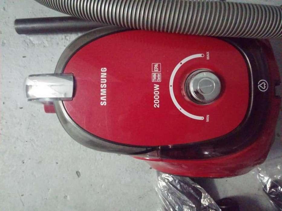 Aspiradora Samsung Sin Bolsa 2000 W Roja Vc20ccnmarf Venex