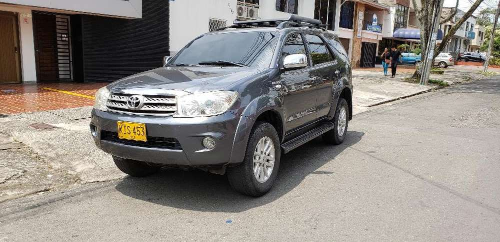 Toyota Fortuner 2011 - 108000 km