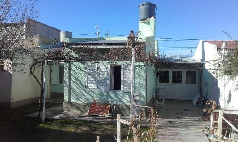 NICOLAS PEREZ 700, Casa sólida, 2 dormitorios, 2 baños, garage