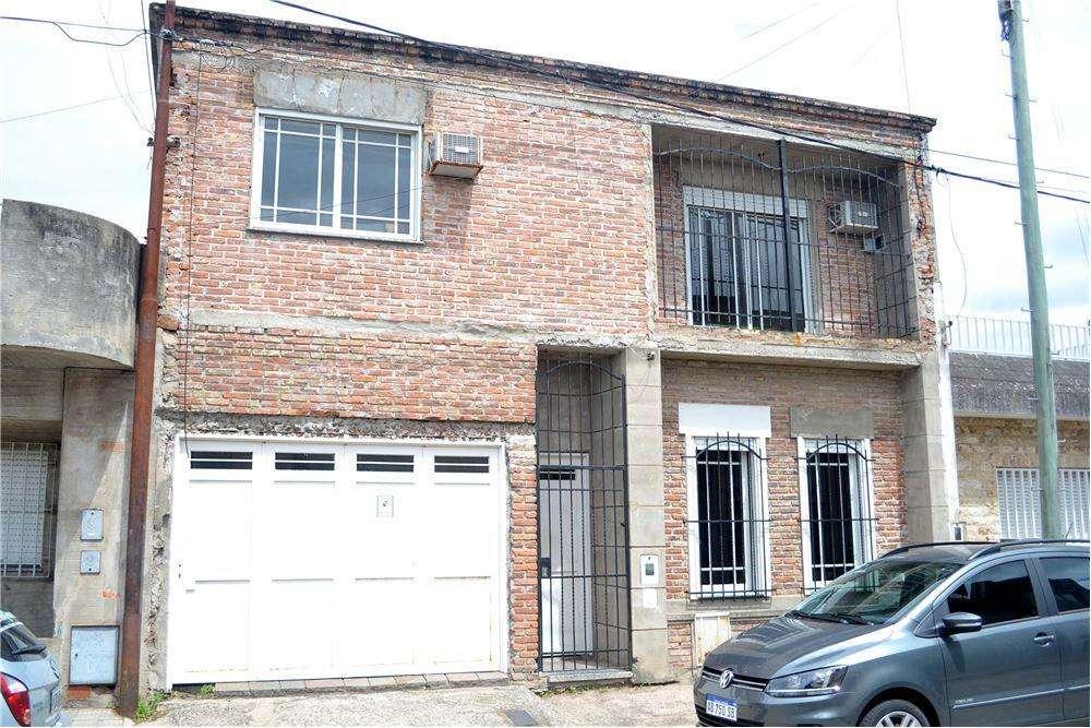 Venta-Casa dos Plantas con Garage - APTA CREDITO