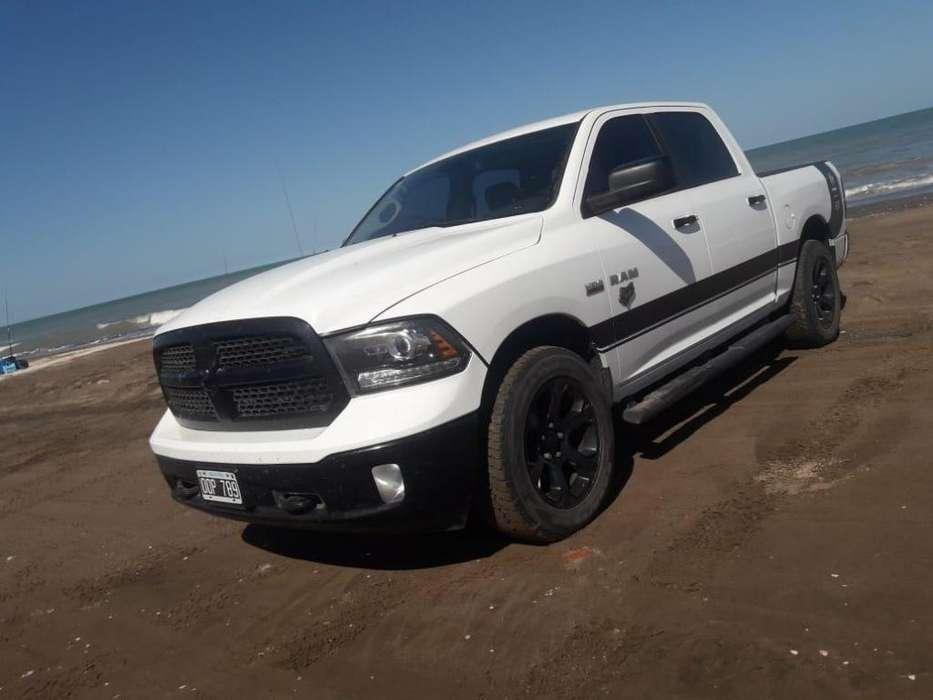 Dodge 1500 2015 - 73000 km