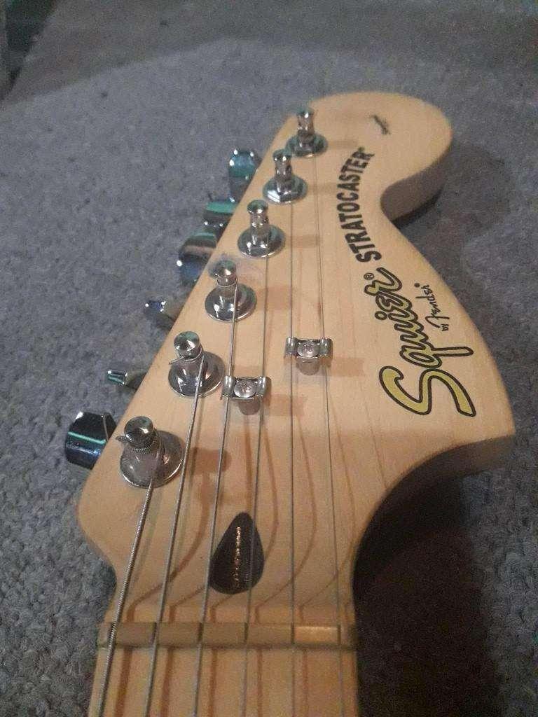 Guitarra Squier Stratocaster (nueva!)  Cable Plug  Correa