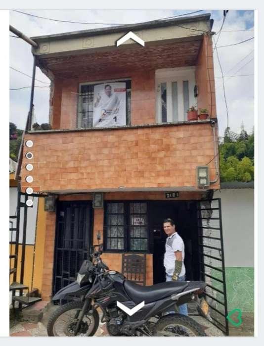Vendo Casa de 3 Pisos en Alfonzo Lopez