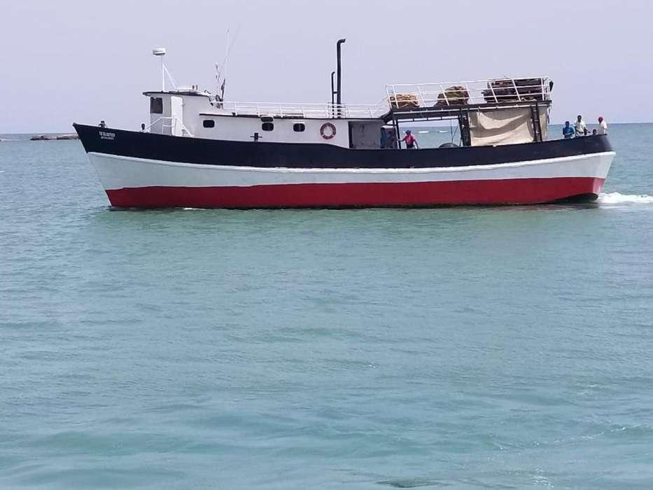 Barco. con Bandera. Dominicana