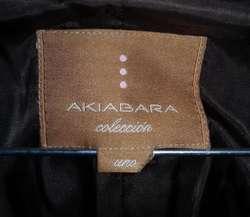 Blazer entallada marca Akiabara