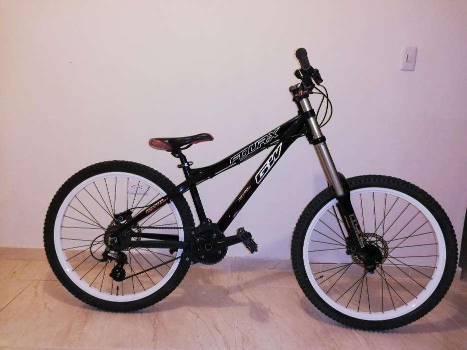 Se Vende Bicicleta para Downhill