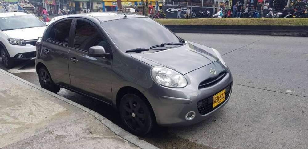 Nissan March 2014 - 65000 km