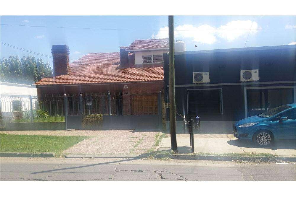 Chalet-Zona residencial-4 amb.- garaje.Buen estado