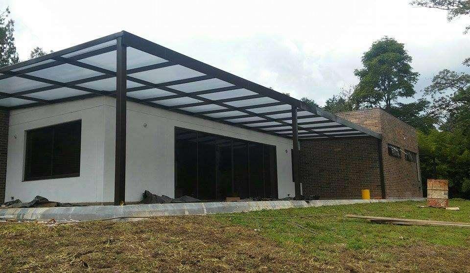 Se requiere oficial soldadura con herramienta experiencia en estructuras metálicas y techos!!!