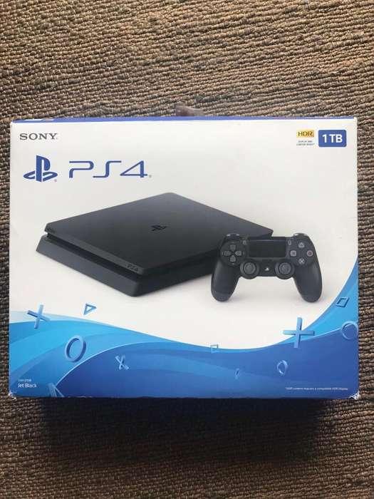 PS4 Slim 1TB 2 Joysticks Perfecto Estado