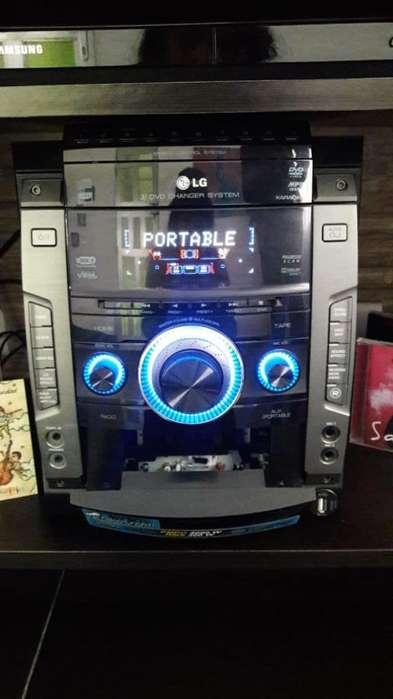 REMATE!! MINICOMPONENTE LG - CD - CASETE - USB - AUXILIAR PORTABLE - KARAOKE -