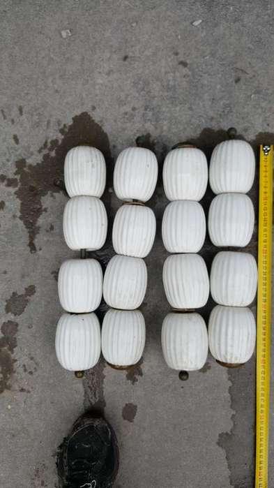 Patas de Ceramica Blanca de <strong>mesa</strong> Ratona