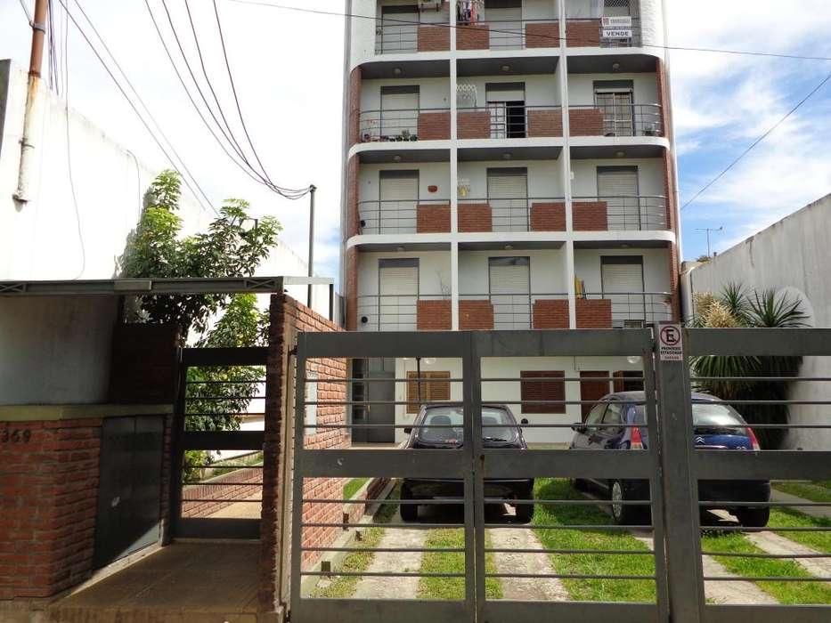 Particular alquila departamento de 1 dormitorio/patio La PLata (centrico)