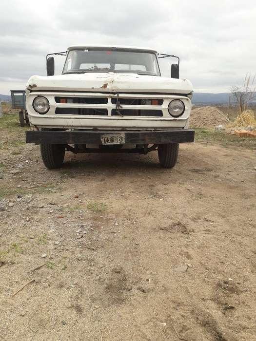 Vendo Dodge 200