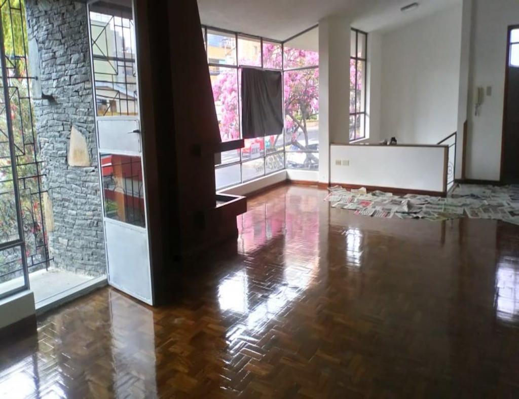 Gaspar de Villarroel, oficina, 140 m2, alquiler, 5 ambientes, 2 baños, 2 parqueaderos